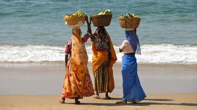 Ladies_on_the_Beach_in_Kerala